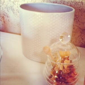 honeycomb vase and honey pot.jpg